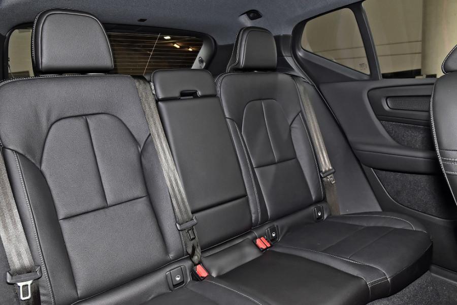 2020 Volvo XC40 XZ T5 R-Design Suv Mobile Image 10