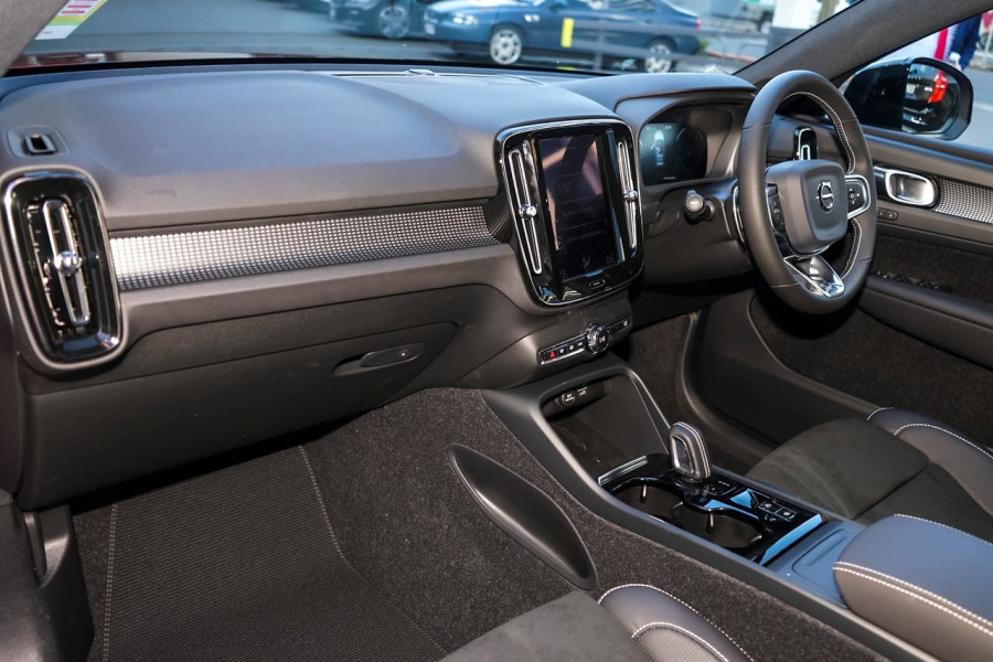 2019 Volvo XC40 T5 R-Design Suv Mobile Image 11