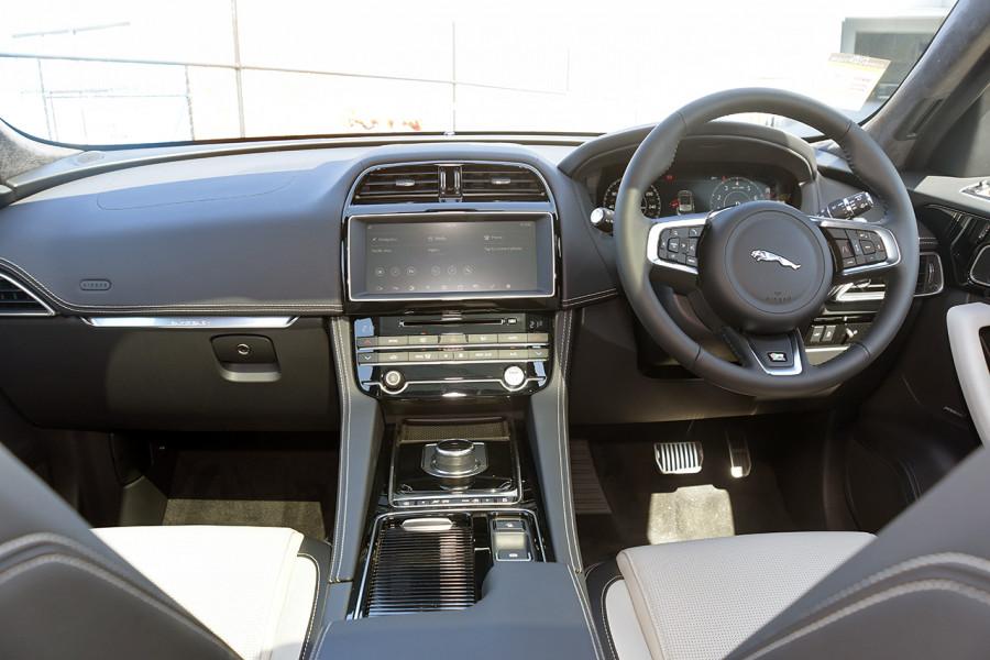2019 MY20 Jaguar F-PACE X761 R-Sport Suv Mobile Image 11