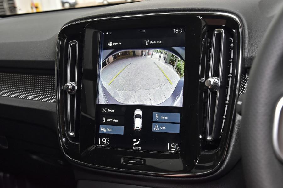 2020 Volvo XC40 XZ T5 R-Design Suv Mobile Image 16