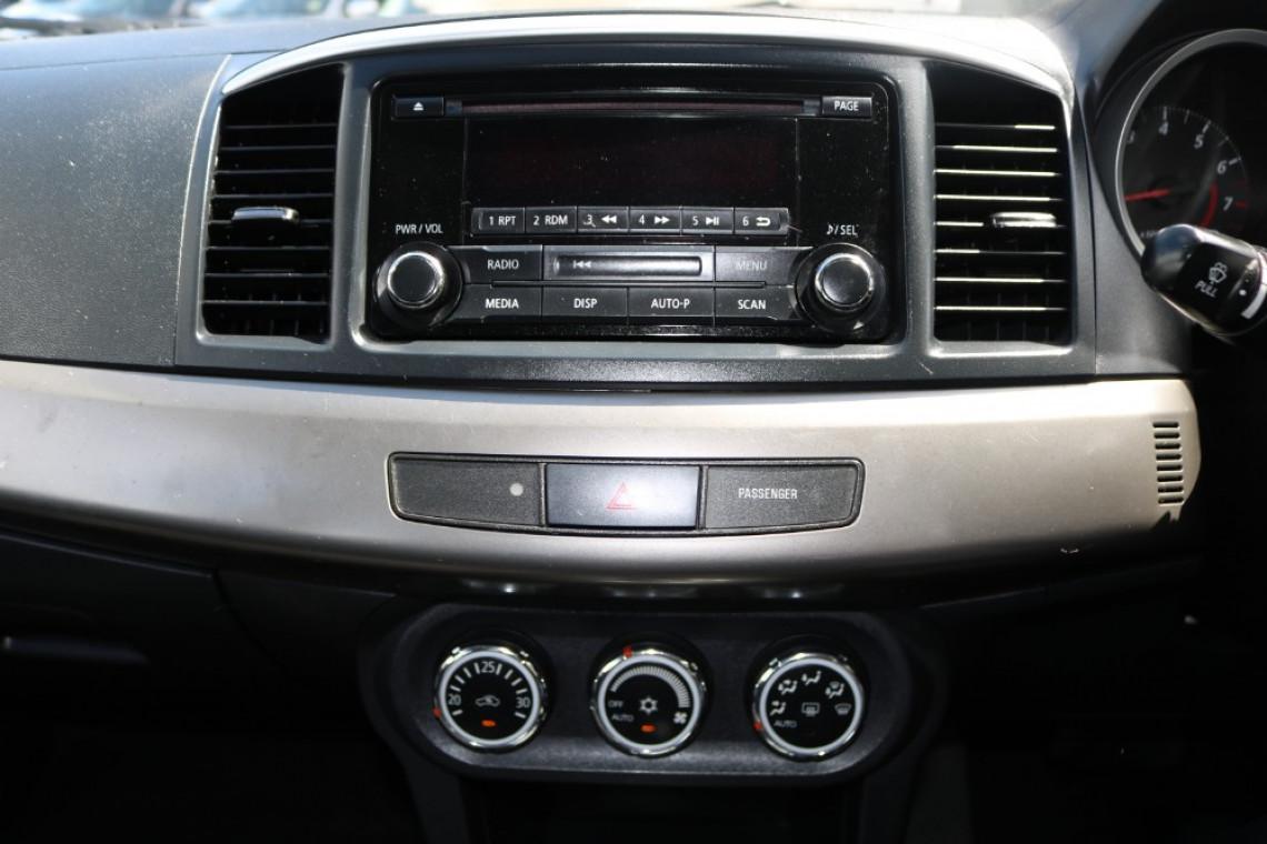 2014 MY14.5 Mitsubishi Lancer CJ MY14.5 ES Sedan