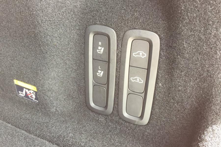 2019 Volvo XC60 UZ D5 R-Design Suv Image 11