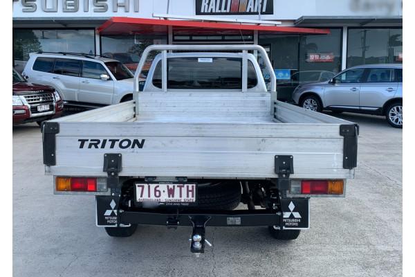 2015 MY16 Mitsubishi Triton Cab chassis Image 4