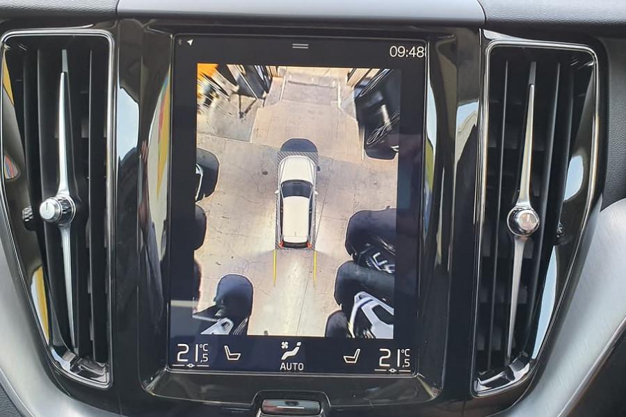 2020 Volvo XC60 UZ D4 Momentum Suv Mobile Image 7
