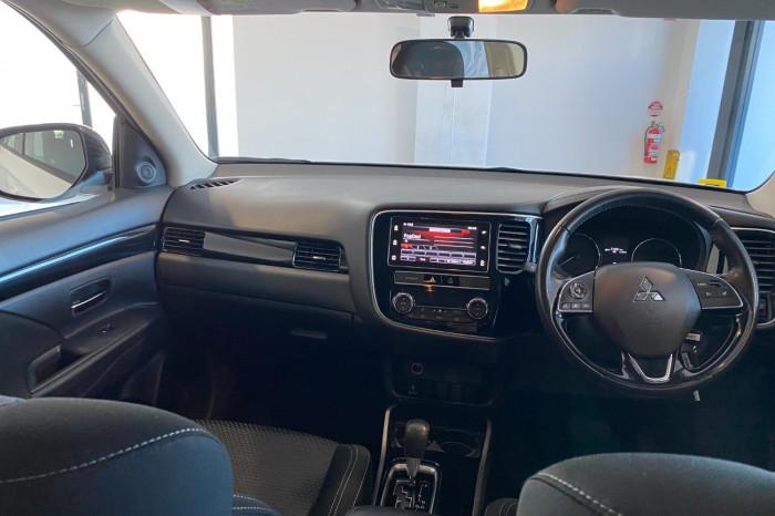 2018 MY19 Mitsubishi Outlander ZL MY19 ES Suv Image 17
