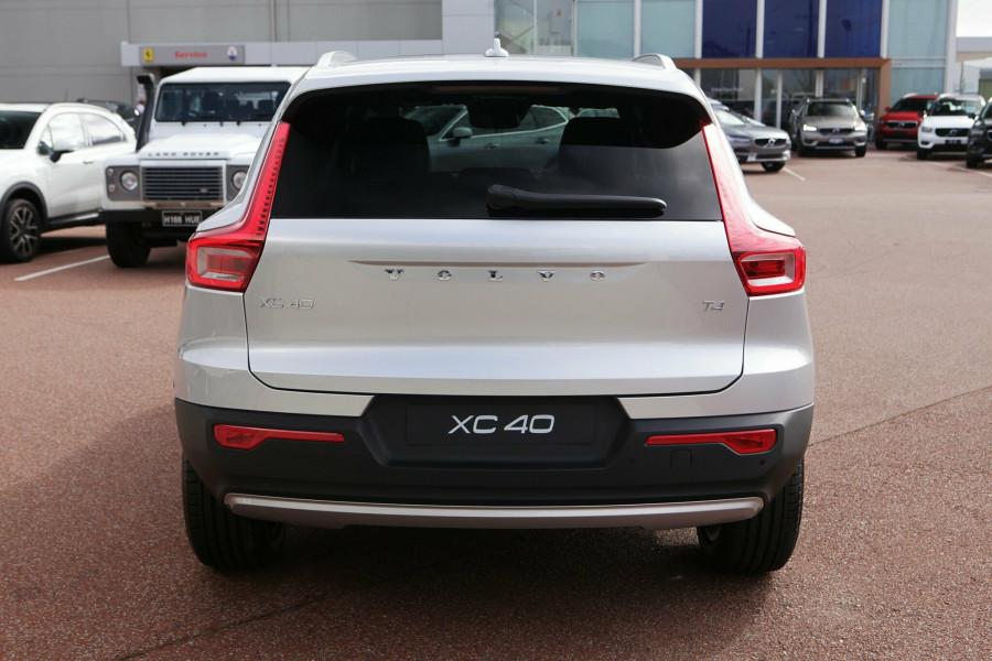 2019 Volvo XC40 XZ MY19 T4 Momentum Suv Mobile Image 5