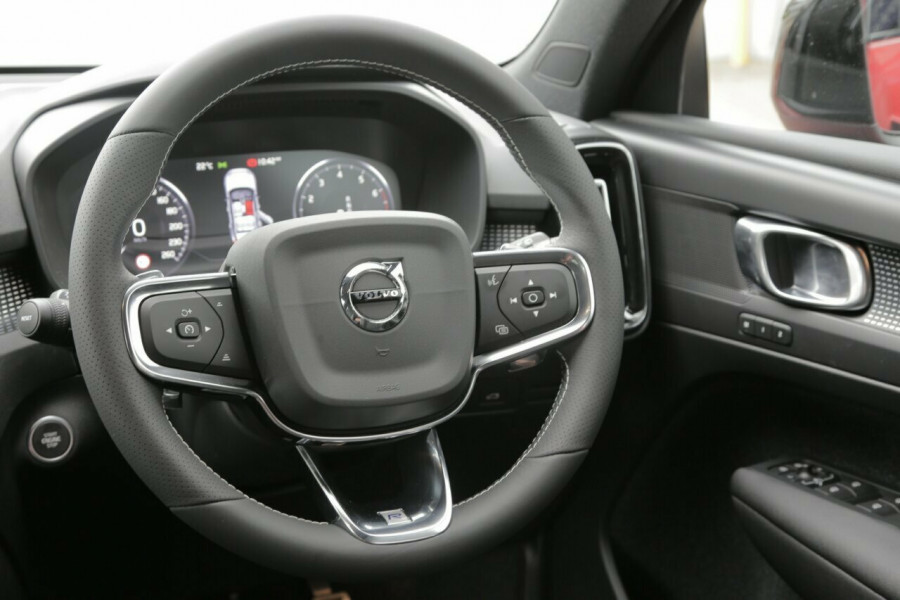 2019 Volvo XC40 T5 R-Design (AWD) Suv Mobile Image 6