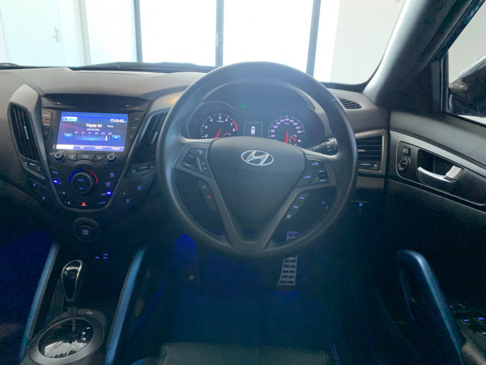 2016 Hyundai Veloster FS5 Series II Street Hatchback Image 18