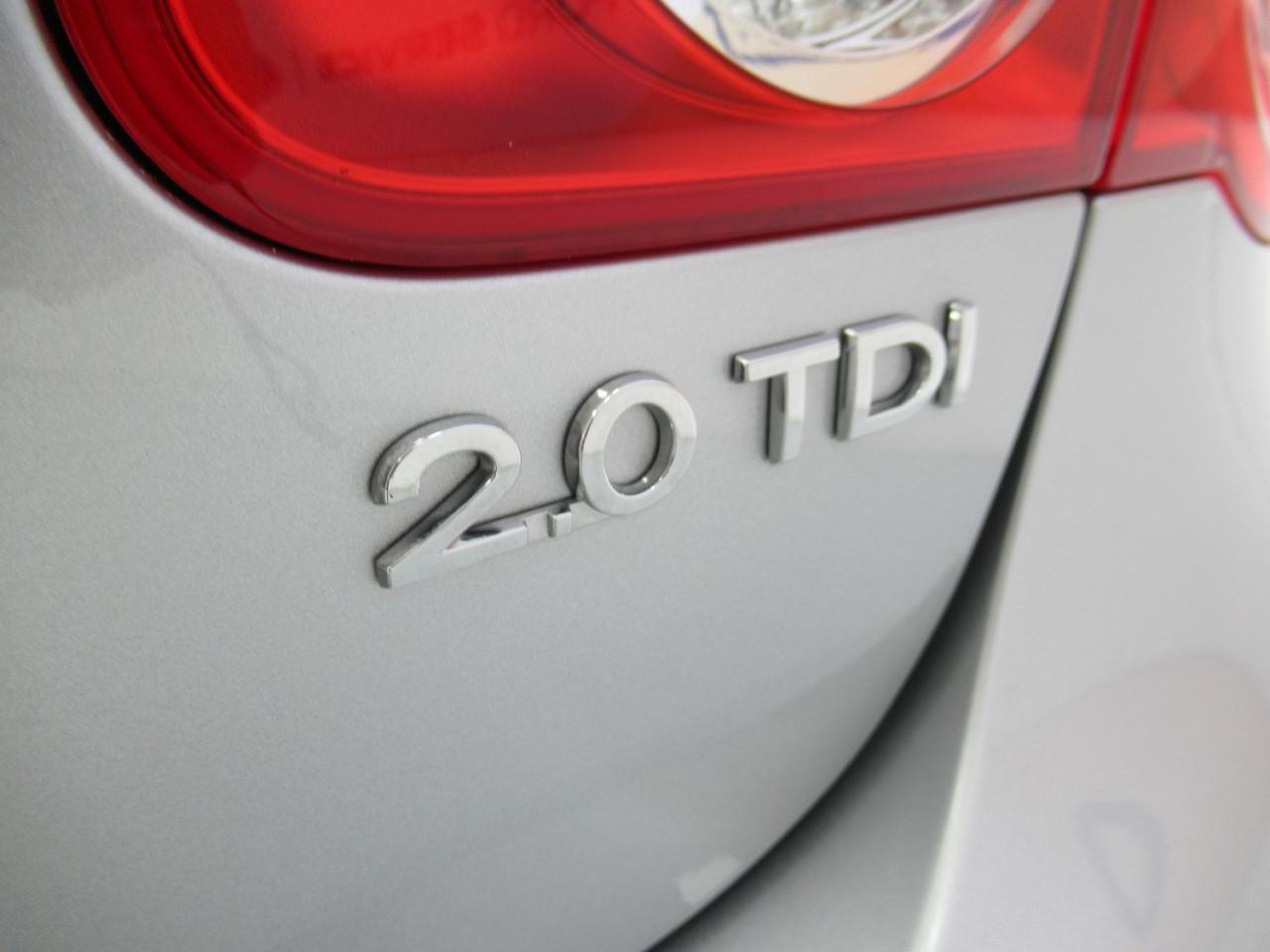 2010 Volkswagen Jetta 1KM MY10 103TDI Sedan Image 7