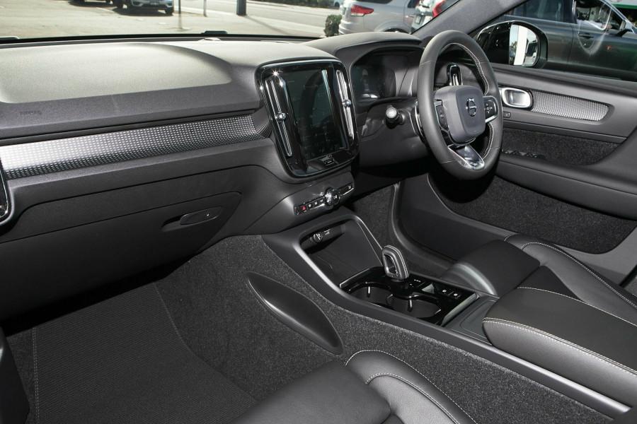 2019 Volvo XC40 T5 R-Design Suv Mobile Image 8