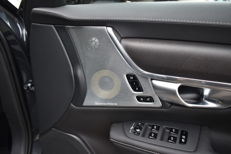 2019 Volvo V90 Cross Country P Series D5 Wagon Image 11