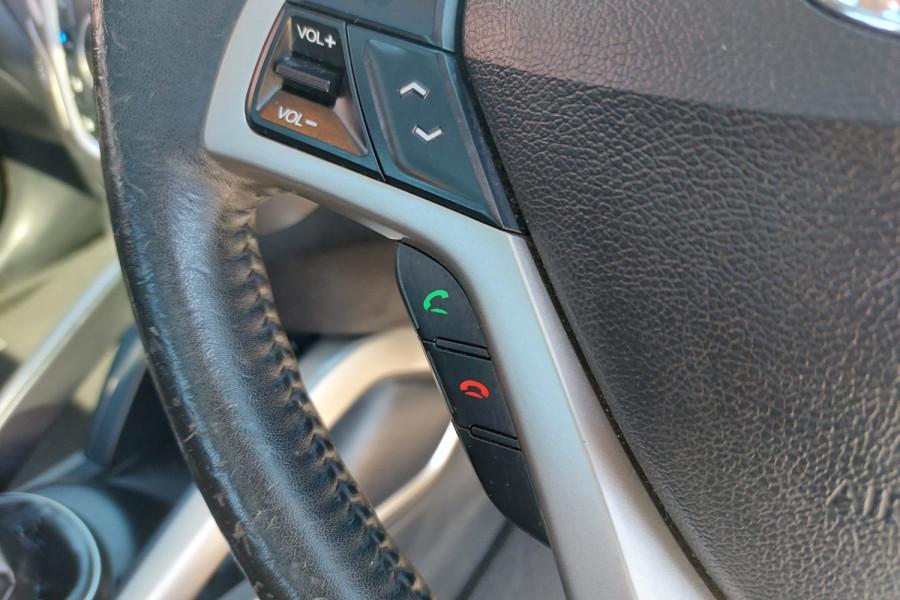 2012 Hyundai Veloster FS2 + Hatchback Image 18