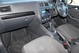 2012 MY13 Volkswagen Jetta 1B  103TDI 103TDI - Comfortline Sedan Mobile Image 10