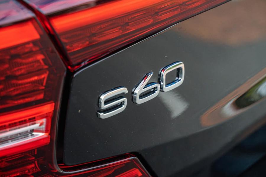 2020 Volvo S60 Z Series T8 R-Design Sedan Image 11