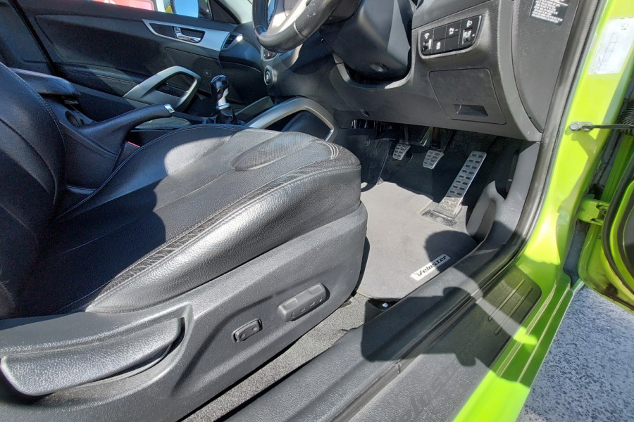 2012 Hyundai Veloster FS2 + Hatchback Image 11