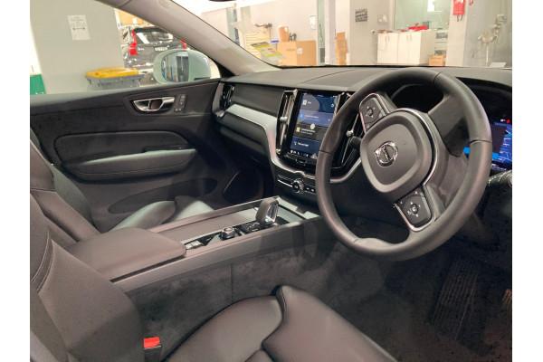 2022 Volvo XC60 UZ B5 Momentum Suv Image 5