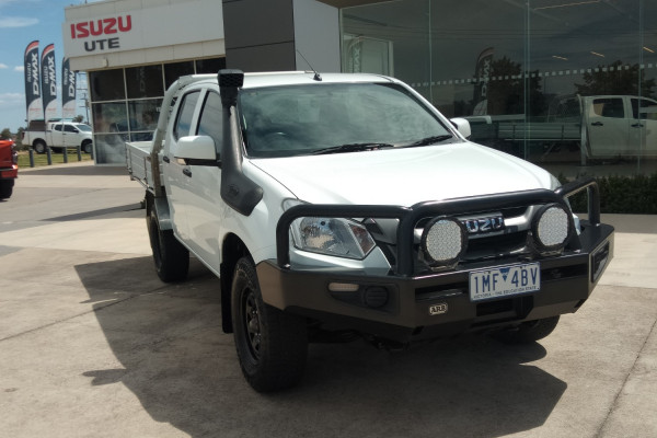 2018 MY17 Isuzu Ute D-MAX MY17 SX Cab chassis Mobile Image 3