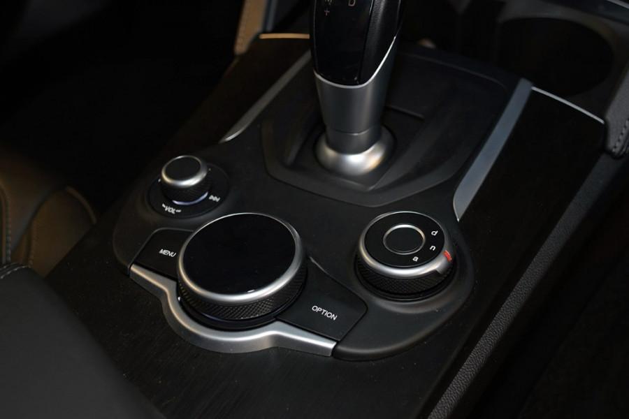 2018 Alfa Romeo Stelvio Stelvio Suv Mobile Image 19