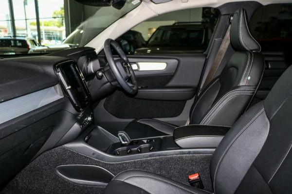 2019 Volvo XC40 XZ T4 Momentum Suv Image 5