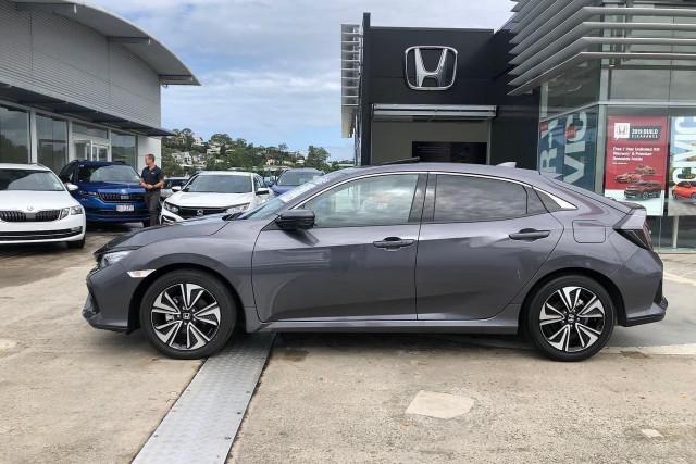 2019 Honda Civic Hatch 10th Gen VTi-LX Hatchback Image 3