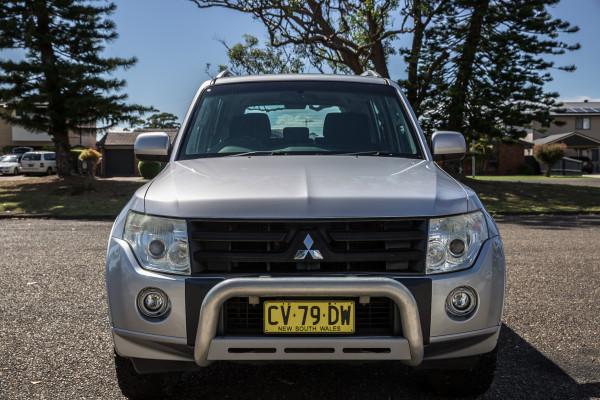 2010 Mitsubishi Pajero NT  GLX Suv Image 3