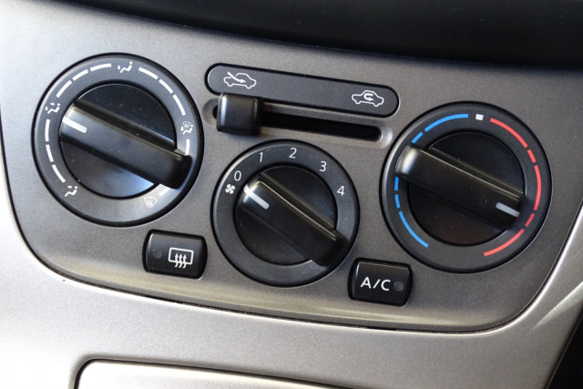 2014 Nissan Pulsar Hatch ST 21 of 29