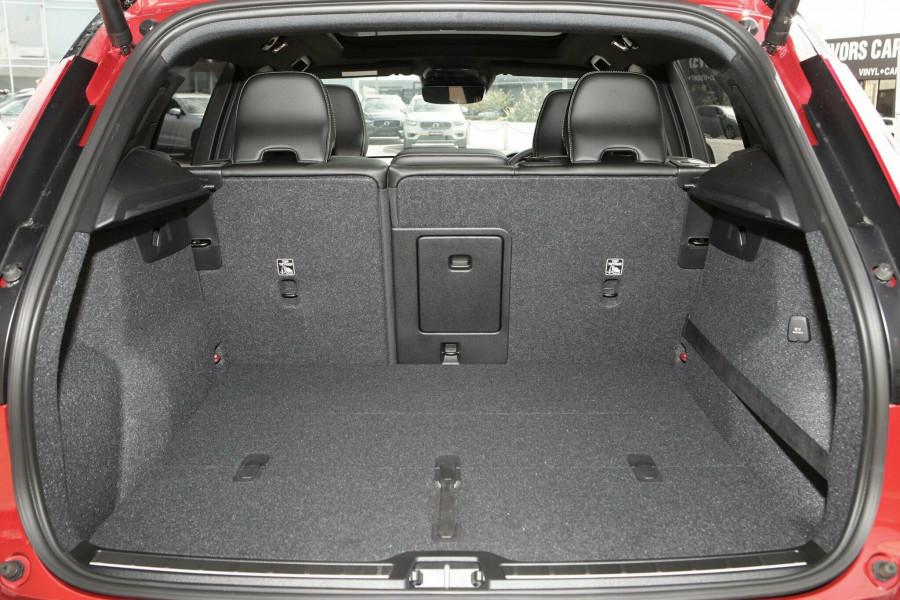 2018 MY19 Volvo XC40 T5 R-Design Suv