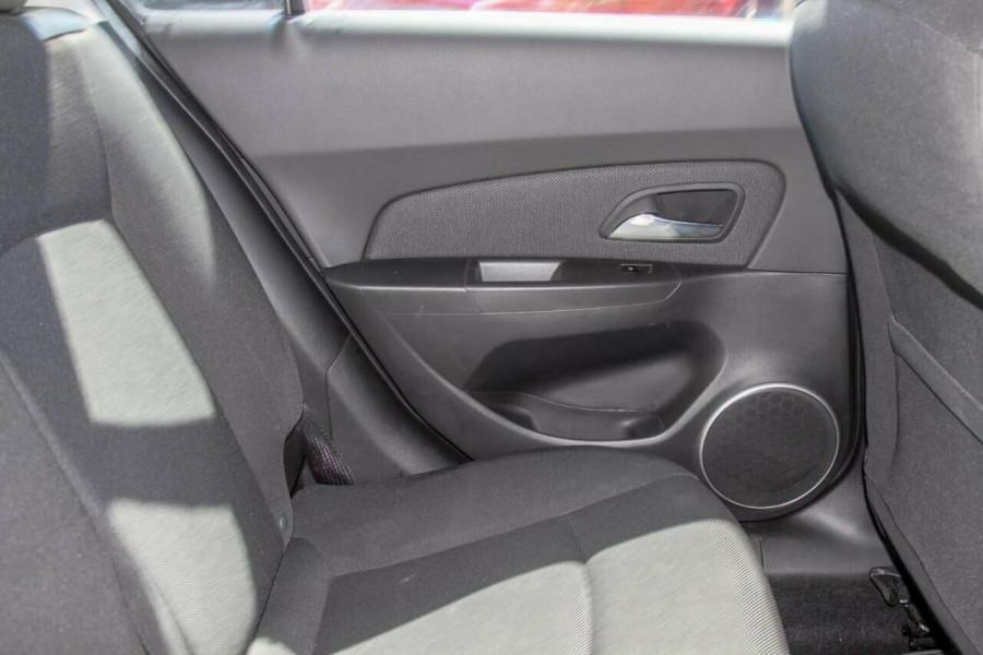 2012 Holden Cruze JH MY12 Equipe Hatchback Image 7