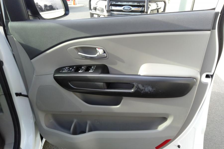 2015 Kia Carnival YP S Wagon Image 25