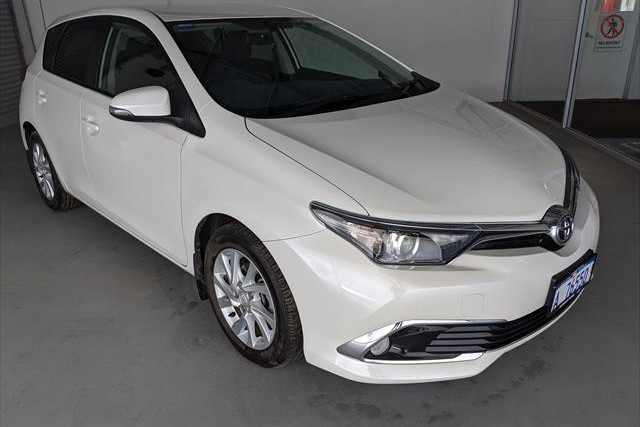 2017 Toyota Corolla ZRE182R Ascent Ascent Sport Hatchback Image 3