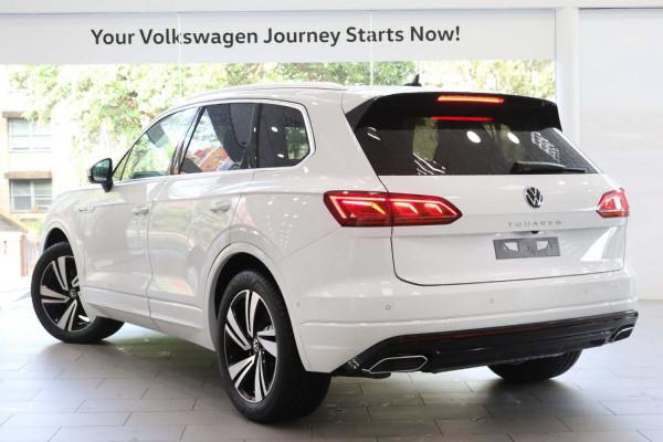 2021 Volkswagen Touareg CR 210TDI R-Line Suv Image 2