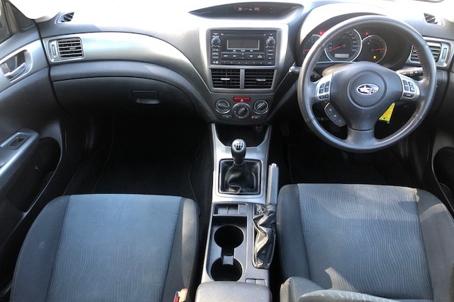 2010 Subaru Impreza R 11 of 18