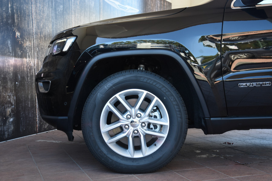 2018 Jeep Grand Cherokee WK Laredo 4x4 Suv Image 5