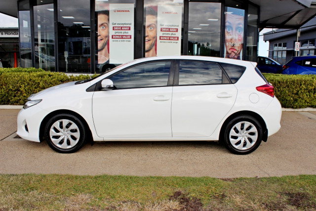 2014 Toyota Corolla ZRE182R Ascent Hatchback Image 5