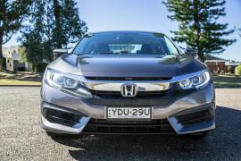 2016 Honda Civic 10th Gen  VTi Sedan Image 5