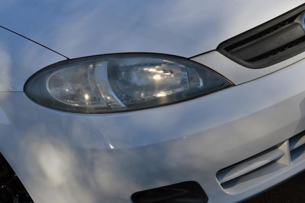 2006 Holden Viva JF Equipe Hatchback Image 2
