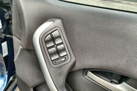 2005 Ford Fairmont BF Ghia Sedan Image 4