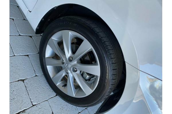 2019 Hyundai Accent Sport Hatchback Image 5