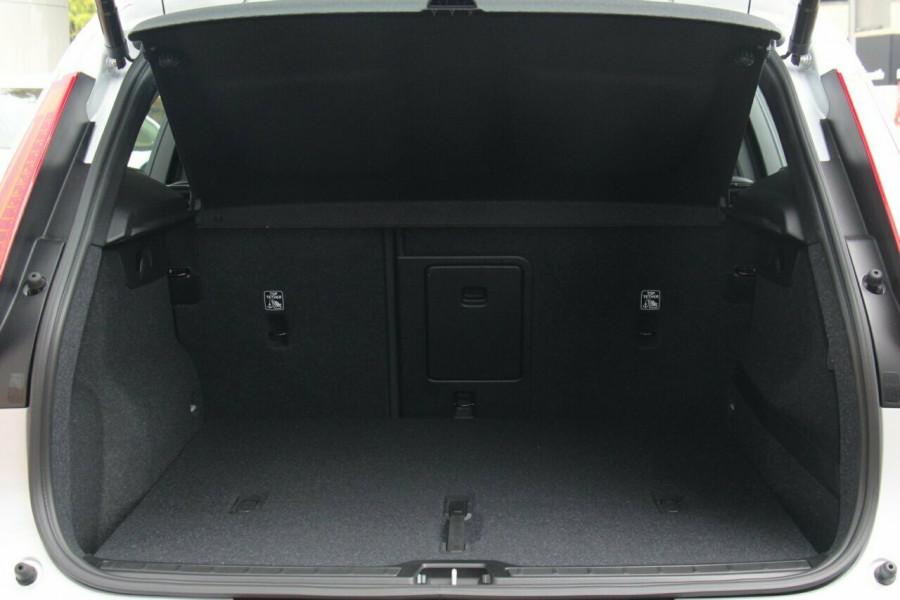 2019 MY20 Volvo XC40 XZ T4 Momentum Suv Mobile Image 19
