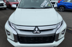 2018 Mitsubishi Triton MR Turbo GLS 4x4 d/cab ute Image 2