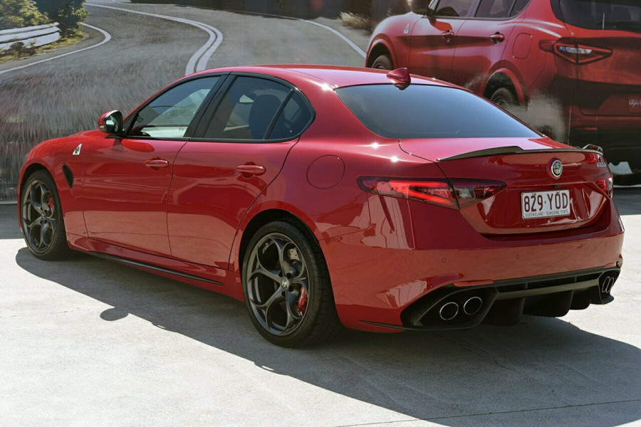 2017 Alfa Romeo Giulia Quadrifoglio Sedan Mobile Image 20
