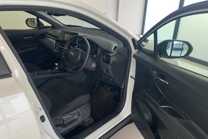 2019 Toyota C-hr NGX10R NGX10R Suv Image 12