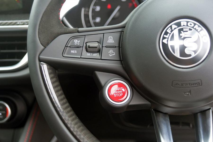2018 MY19 Alfa Romeo Stelvio Quadrifoglio Quadrifoglio Wagon Mobile Image 18