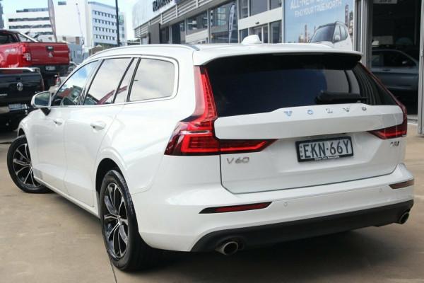 2020 Volvo V60 F-Series T5 Momentum Wagon Image 3