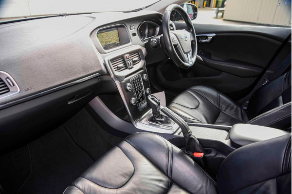 2014 Volvo V40 (No Series) MY14 D4 Luxury Hatchback Image 5