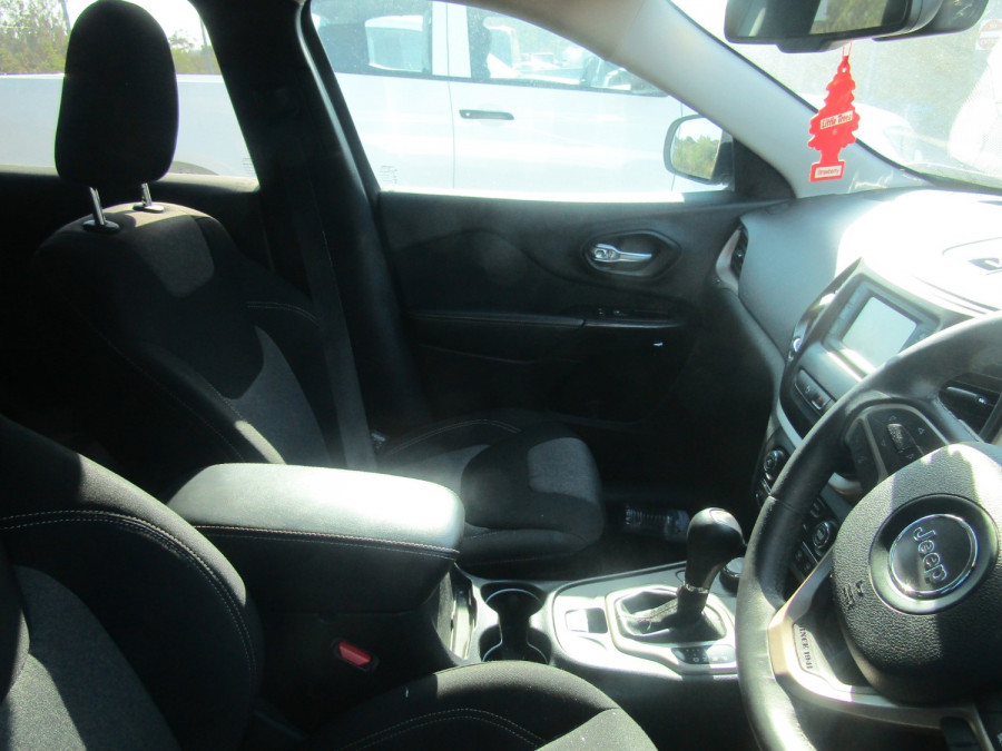 2014 Chrysler Cherokee KL LONGITUDE Wagon Image 5