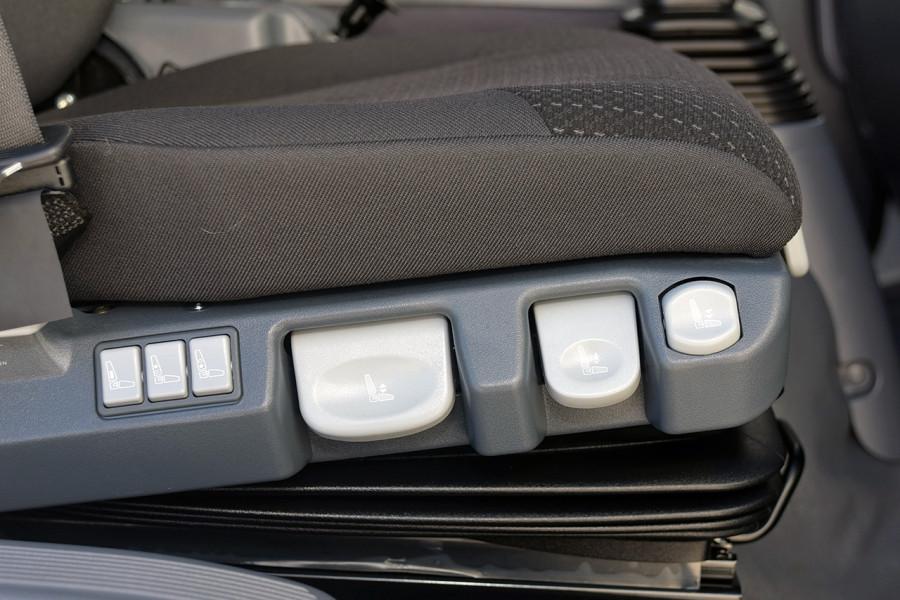 2019 Isuzu F Series FRR 110-260 XLWB 7.8L T/D 6Spd Manual Cab chassis Mobile Image 8