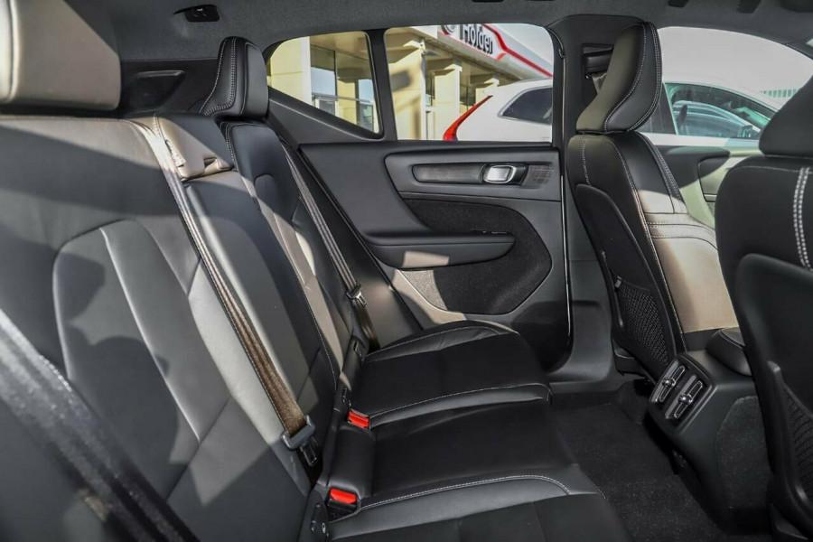 2020 Volvo XC40 T5 R-Design Suv Mobile Image 8