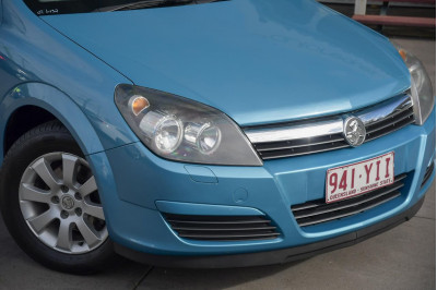 2005 Holden Astra AH MY06 CD Coupe Image 2