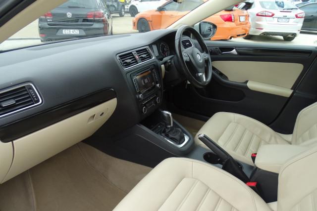 2011 Volkswagen Jetta 103TDI 6 of 24
